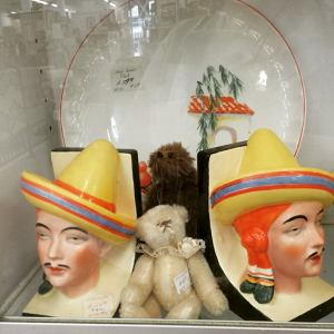 fun fiesta go along book ends and homer laughlin plates.. for sale Michelle's Antiques in Antique Plaza